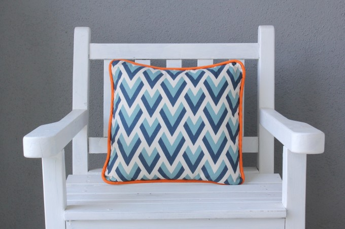 How to sew a pillow or cushion with piping on MADE