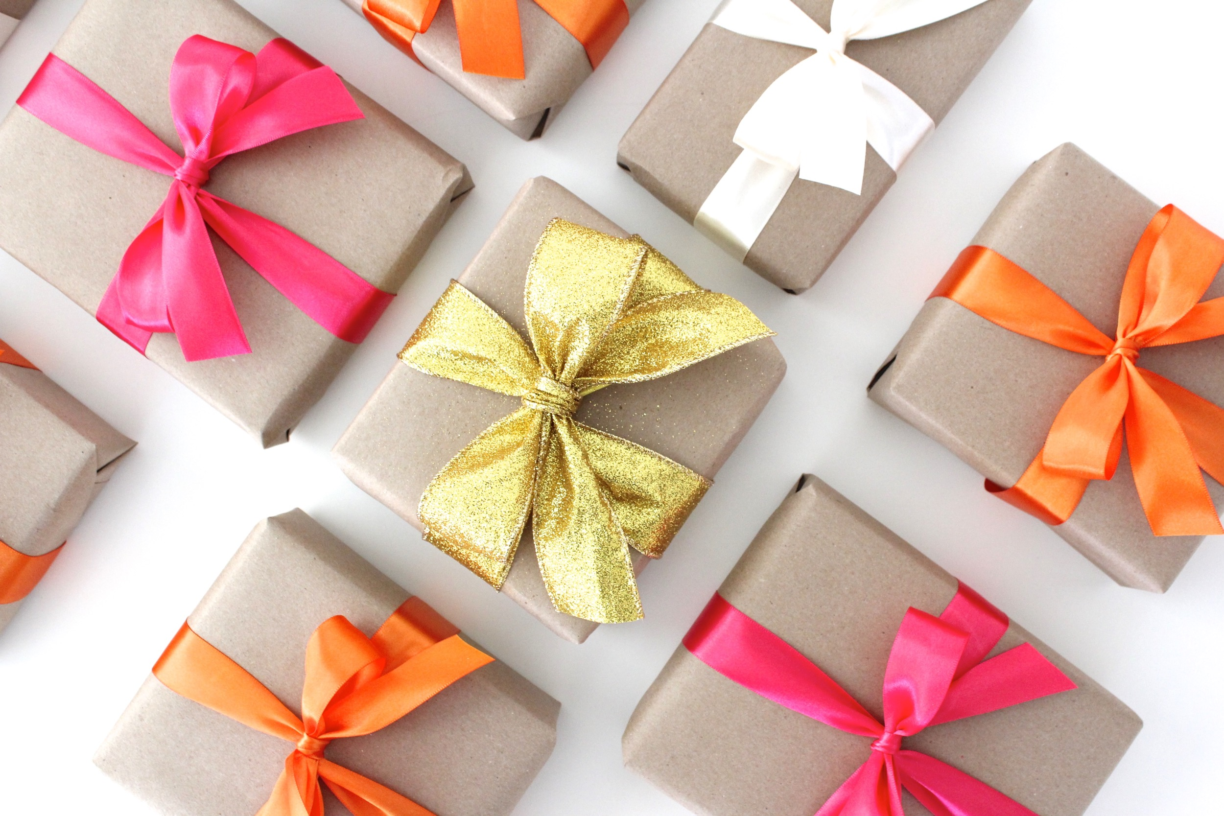 just a bit of ribbon = the PERFECT Bow. Every time. – MADE EVERYDAY