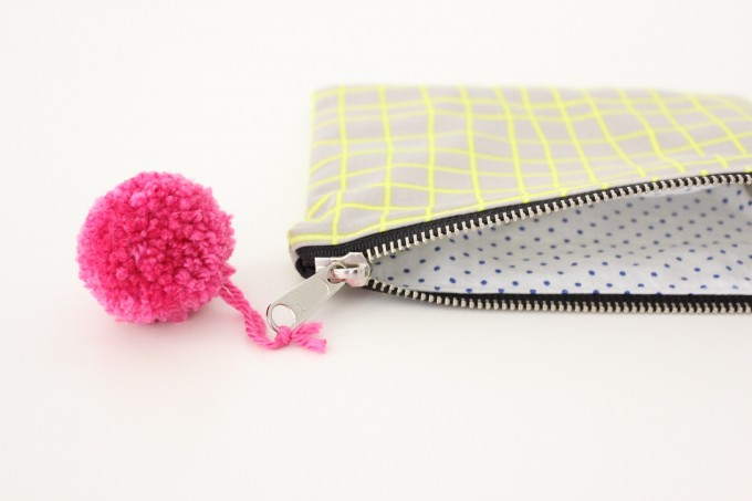 how to make a simple pom pom and zipper pouches