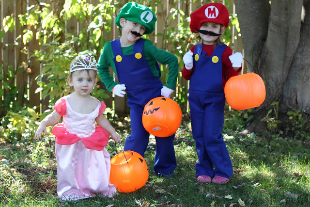 Mario Bros and Princess Peach Halloween costume tutorial from Smashed Peas and Carrots