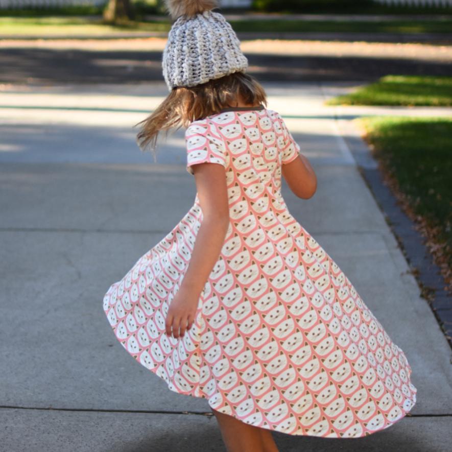 Groove Dress from Madeit Patterns | kneesocksandgoldilocks | Cat Nap Pink knit | Blush fabric collection by Dana Willard from Art Gallery Fabrics