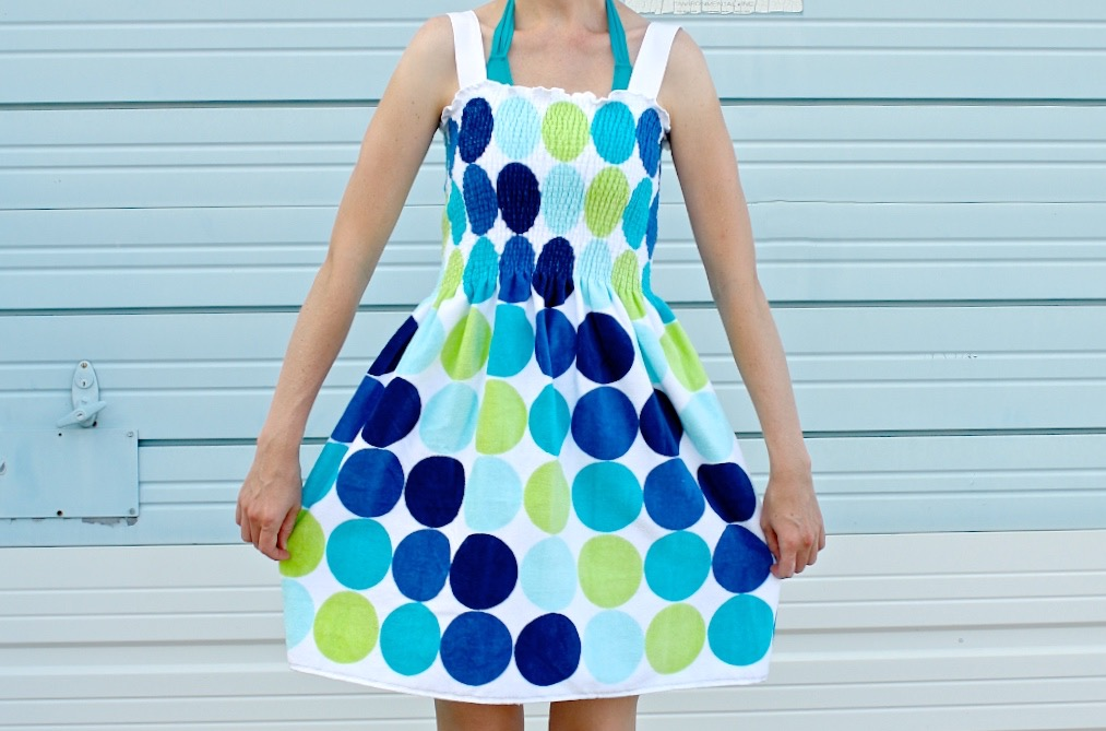 d6b3c91ef9 beach-towel-dress-tutorial-on-made-everyday-with-