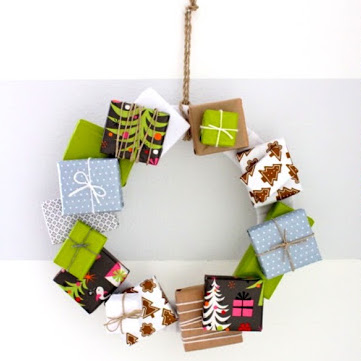 Tutorial for Christmas gift box wreath