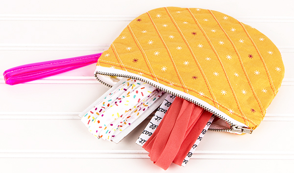 single scoop zipper pouch bag by Dana Willard of MADE Everyday